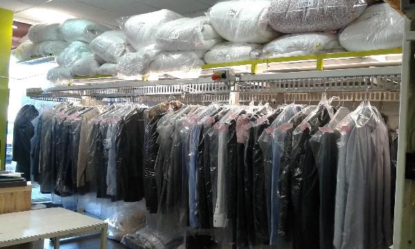 PRESSING Ô NATUREL...ici nous utilisons des méthodes de nettoyage non toxiques pour l'homme et pour l'environnement. Les vêtements sont traités avec un procédé exclusif pour qu'ils soient plus souples..
